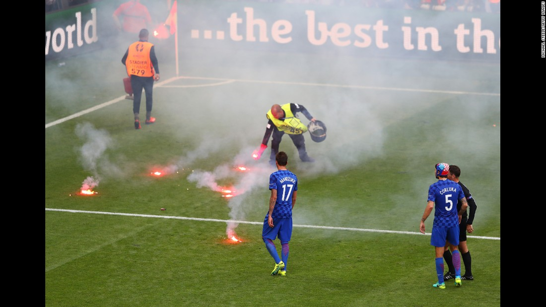 Before Necid's equalizer, flares were thrown onto the field from the Croatia end of the stadium. The match had to be temporarily stopped in the 86th minute.