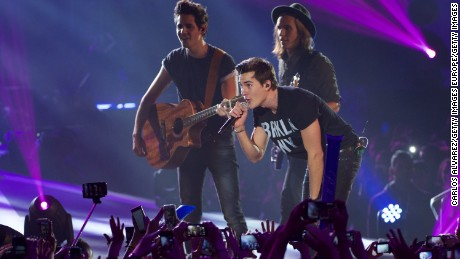 "MADRID, SPAIN - DECEMBER 12:  Spanish pop band Dvicio perform on stage during the ""40 Principales"" awards 2013 ceremony at the Barclaycard Center (Palacio de los Deportes) on December 12, 2014 in Madrid, Spain.  (Photo by Carlos Alvarez/Getty Images)"