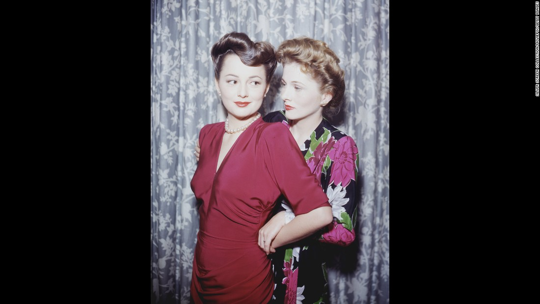"De Havilland's contentious relationship with her younger sister, Joan Fontaine, right, no doubt wasn't helped when the latter became an actress, too. <a href=""http://www.cnn.com/2013/12/16/showbiz/joan-fontaine-obit/"">Fontaine, who died at 96 in 2013,</a> took home an Oscar first for ""Rebecca,"" beating out her older sister in 1941. <a href=""http://www.vanityfair.com/hollywood/2016/04/olivia-de-havilland-joan-fontaine-sibling-rivalry"" target=""_blank"">Their sibling rivalry</a> was one of Hollywood's most famous feuds."