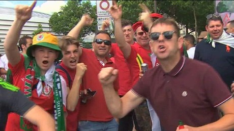 eu referendum football fans ripley pkg_00001730