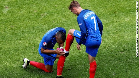 LYON, FRANCE - JUNE 26:  Dimitri Payet (L) of France congratulates his team mate Antoine Griezmann (R) on scoring their team's second goal during the UEFA EURO 2016 round of 16 match between France and Republic of Ireland at Stade des Lumieres on June 26, 2016 in Lyon, France.  (Photo by Lars Baron/Getty Images)
