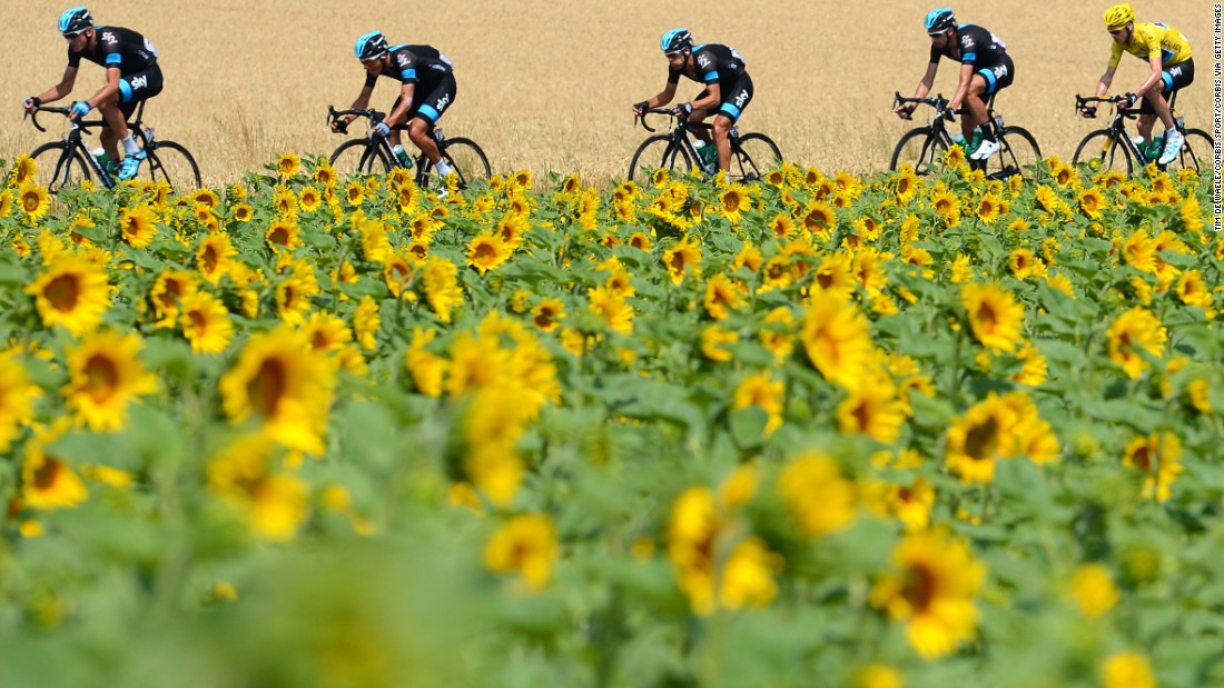 The favorite to win the 2016 race is Team Sky's Chris Froome, who is pictured at the back.