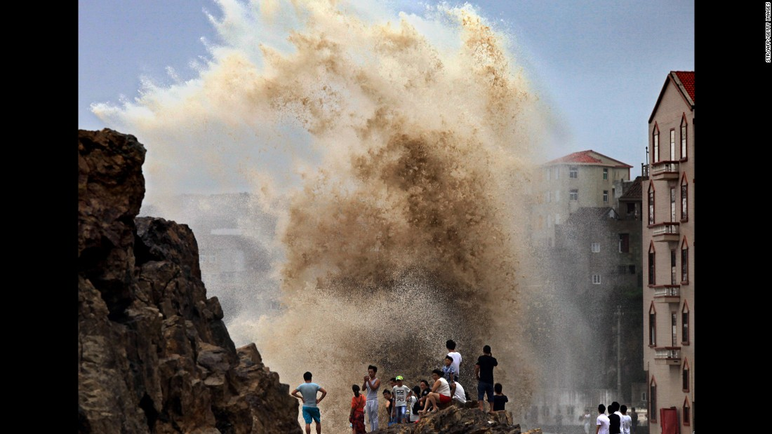 Residents gather to see huge waves stirred up by strong wind as typhoon Soudelor draws near the mainland of China in Wenling, east China's Zhejiang province  on August 8, 2015. Typhoon Soudelor battered Taiwan with fierce winds and rain, leaving four people dead and a trail of debris in its wake as it takes aim at mainland China.