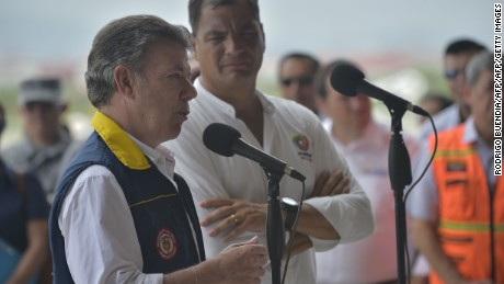 Colombia's President Juan Manuel Santos (L) and his Ecuadorean counterpart Rafael Correa make a statement during a visit to the heavily damaged El Tarqui sector of Manta, Ecuador, on April 24, 2016. Nearly 650 people are now known to have died in the strong earthquake that hit Ecuador one week ago, President Rafael Correa said Saturday, as the toll jumped yet higher / AFP / RODRIGO BUENDIA        (Photo credit should read RODRIGO BUENDIA/AFP/Getty Images)
