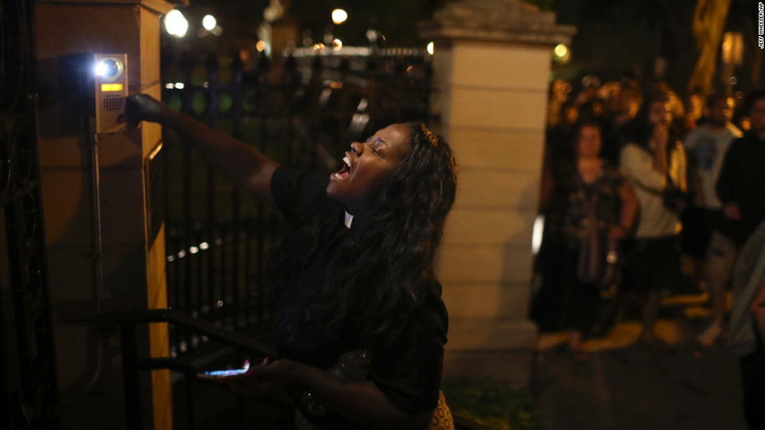 A woman rings the doorbell at the gate of the governor's home in Minnesota after Castile's shooting on July 6.