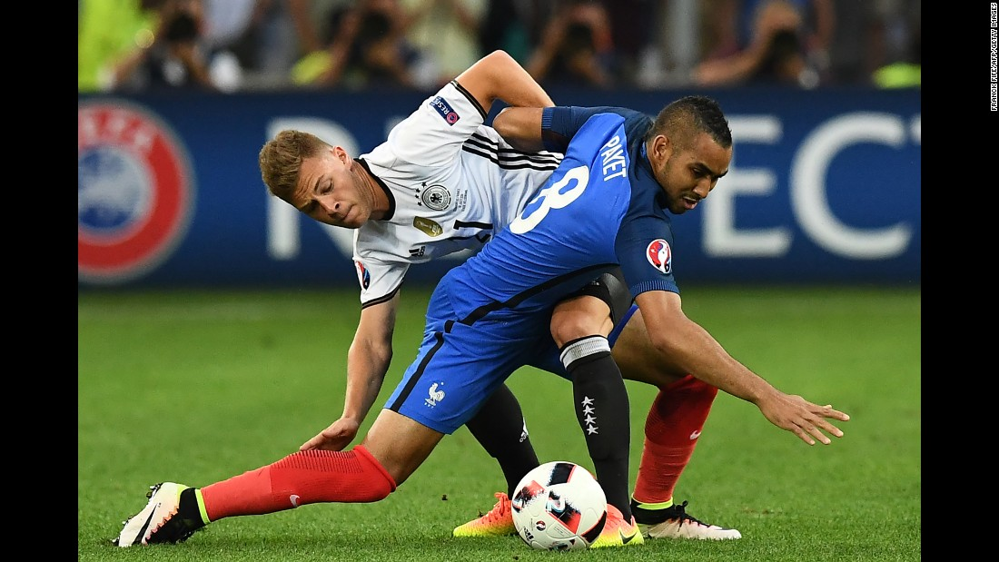 Draxler battles Dimitri Payet for possession.