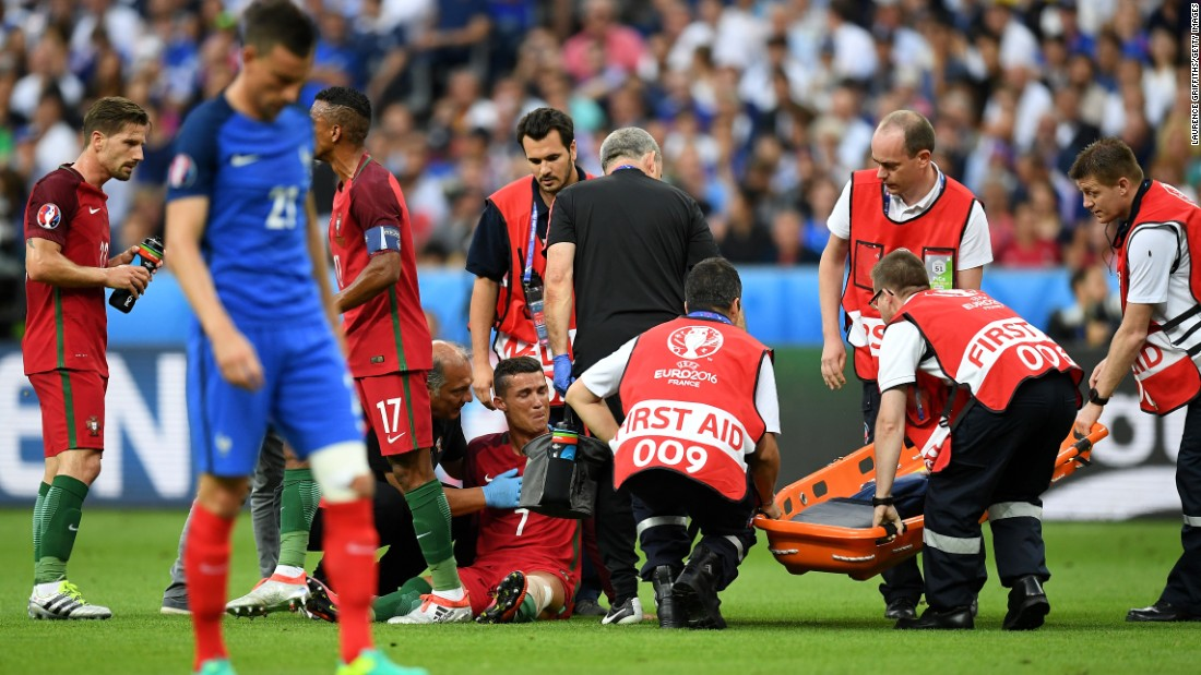 First aid attendants surrounded  Ronaldo as it became increasingly clear he was unable to continue.