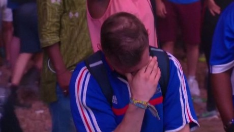 portugal fan crying france fan orig_00000013.jpg