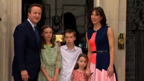 uk david cameron family leave ten downing street_00042606