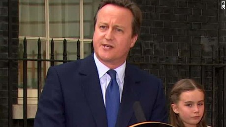 uk david cameron family leave ten downing street_00064212