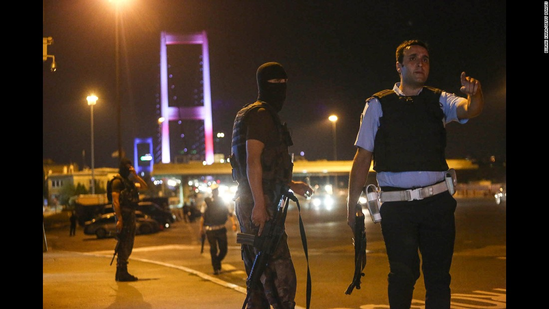 Turkish soldiers block Istanbul's Bosphorus Bridge.