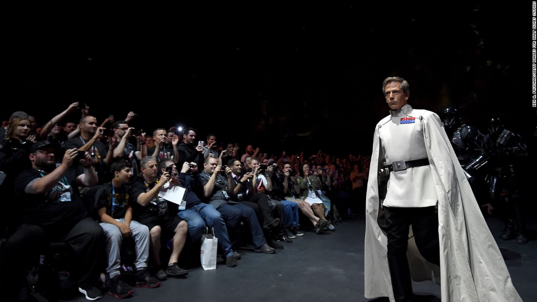 "Ben Mendelsohn delights fans by dressing up for the ""Star Wars"" Celebration."