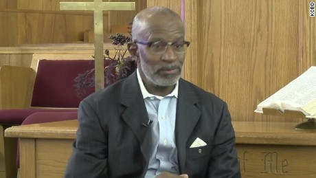 texas pastor pulled over prays for trooper pkg_00010910