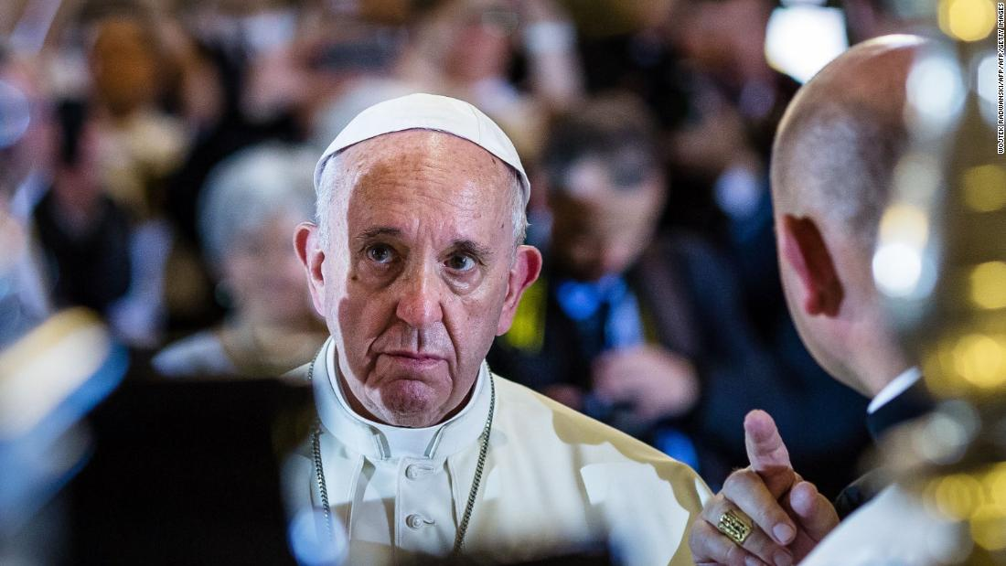 Pope has bumpy day in Colombia
