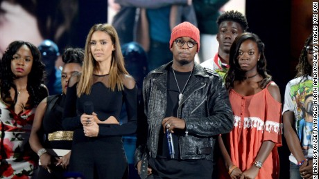 Jessica Alba and Ne-Yo stand up against gun violence during the TCAs.