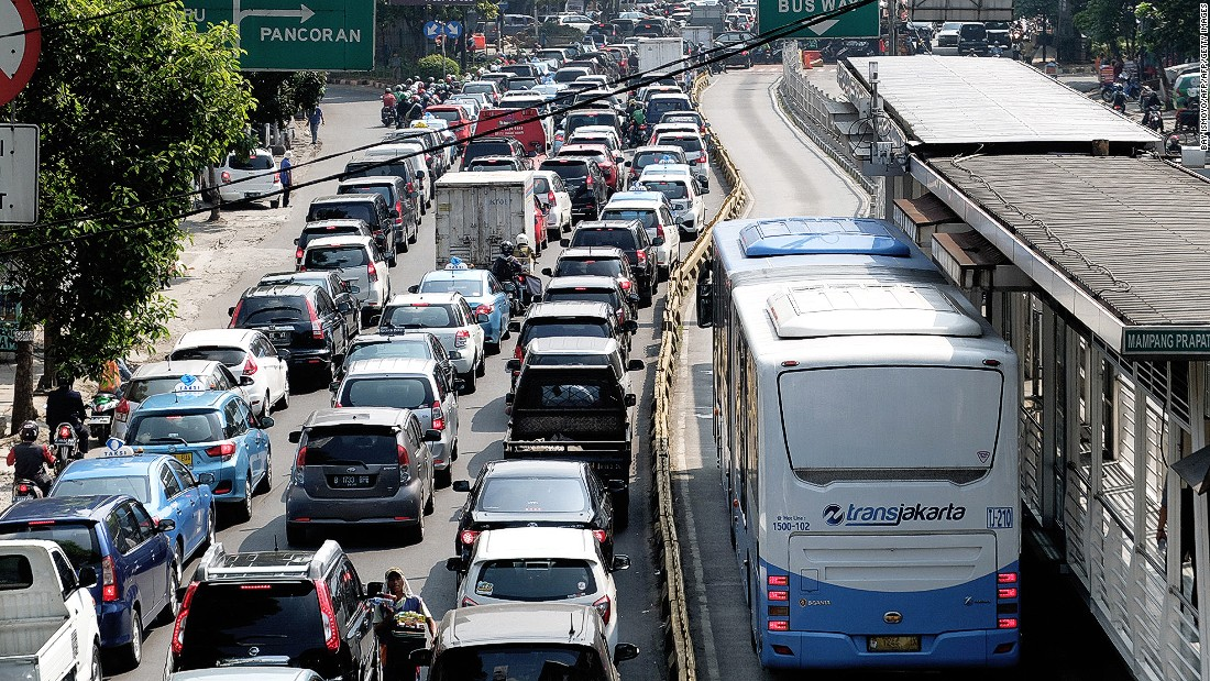 Vehicles sit in traffic on a main road during the morning rush hour in Jakarta, on May 19, 2016.