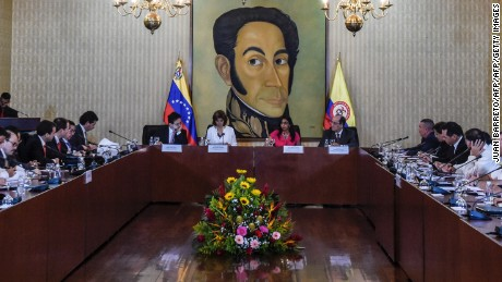 Colombian Foreign Minister Maria Angela Holguin (2-L at centre) and her Venezuelan counterpart Delcy Rodriguez (2-R at centre) are pictured during a meeting at the Foreign Ministry in Caracas on August 4, 2016. The Venezuelan and Colombian foreign ministers meet on reopening their countries' shared border, closed nearly a year ago by Venezuelan President Nicolas Maduro after an attack on an anti-smuggling patrol.  / AFP / JUAN BARRETO        (Photo credit should read JUAN BARRETO/AFP/Getty Images)