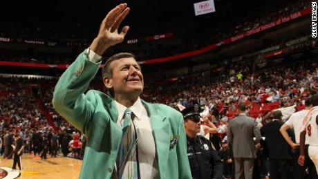 TNT sideline reporter Craig Sager waves to fans at a game between the Miami Heat and the Chicago Bulls on April 7, 2016. Sager has been battling leukemia since 2014.
