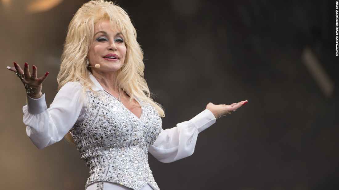 Dolly Parton dishes out more Christmas spirit in 'Circle of Love'