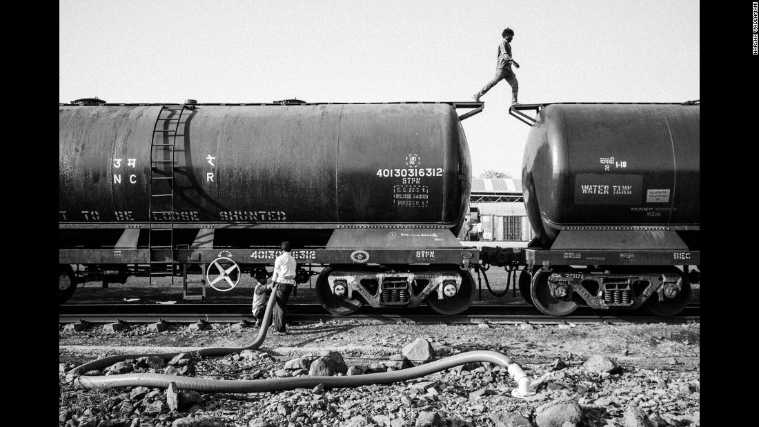 Jaldoot Express, a train bringing in water from Meraj, India, is emptied at the railway station in Latur.