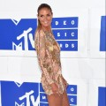 43vma red carpet 0828