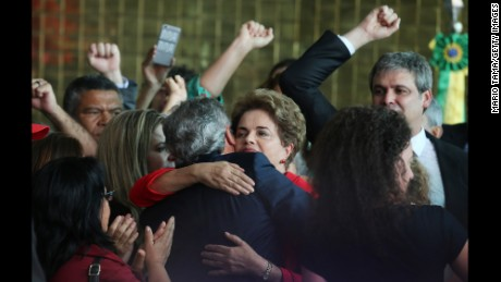 BRASILIA, BRAZIL - AUGUST 31:  Impeached President Dilma Rousseff (C) hugs a supporter after delivering her farewell address in Alvorado Palace on August 31, 2016 in Brasilia, Brazil. Rousseff was impeached by the Senate and is now permanently removed from office while being replaced by new President Michel Temer.  (Photo by Mario Tama/Getty Images)