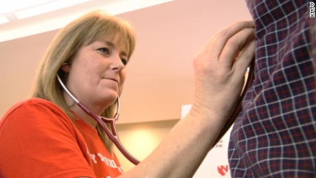 pkg mom listens to son's transplanted heart in man_00000000
