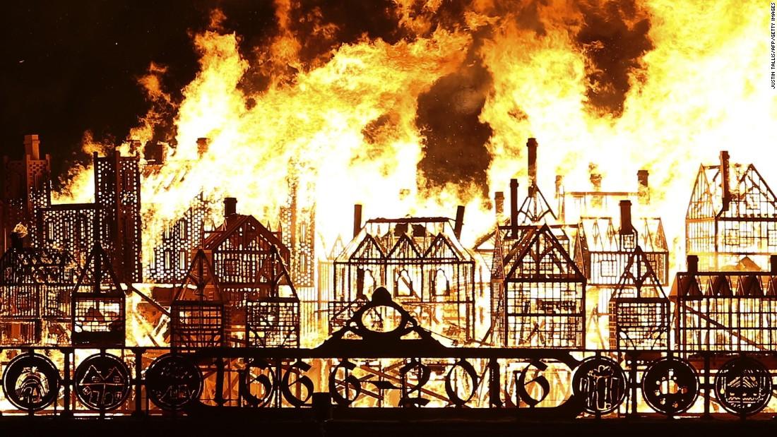 London Replica Set Ablaze Great Fire 350th Anniversary Cnn Style