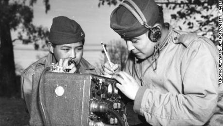 L'incroyable histoire des Navajo Code Talkers qui s'est perdue dans toutes les politiques