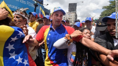 Opposition leader Henrique Capriles takes part in a march in Caracas, on September 1, 2016. Venezuela's opposition and government head into a crucial test of strength Thursday with massive marches for and against a referendum to recall President Nicolas Maduro that have raised fears of a violent confrontation. / AFP / JUAN BARRETO        (Photo credit should read JUAN BARRETO/AFP/Getty Images)