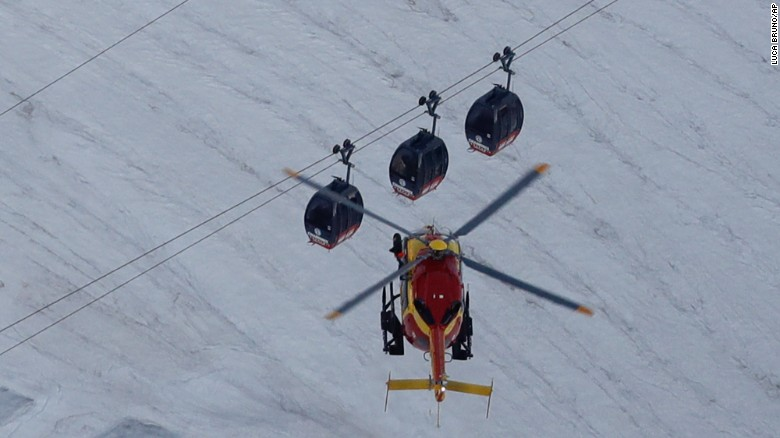 Dozens stuck overnight on cable cars in French Alps
