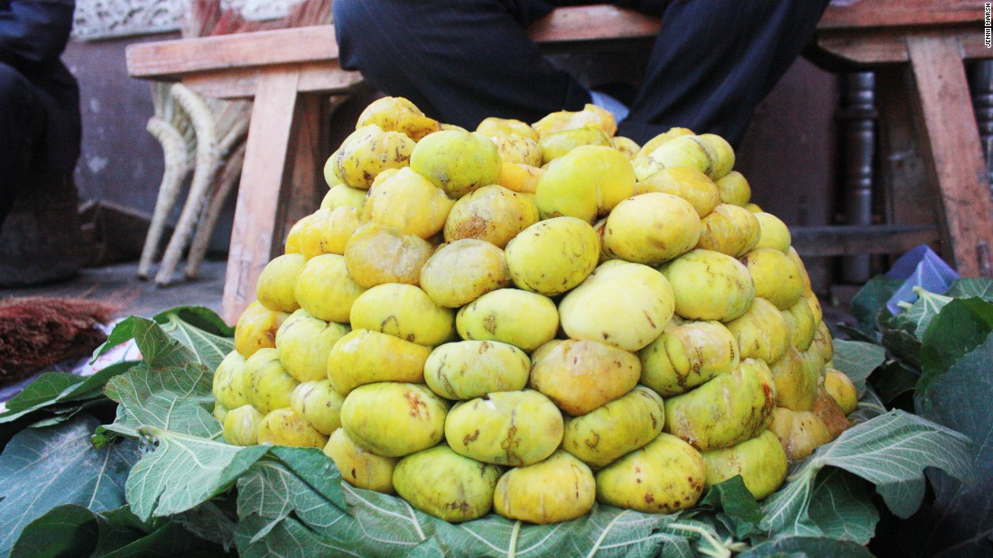 Uzbek figs are sold at the Kashgar bazaar, and by street hawkers around the province.