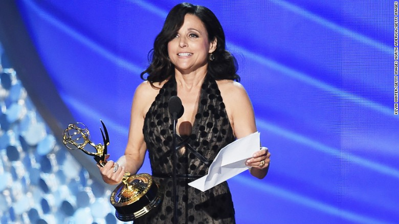 Julia Louis-Dreyfus trembles during Emmy speech