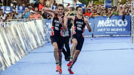 Brownlee brothers: Triathlete Alistair hauls Jonny over finish line