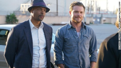 "Damon Wayans and Clayne Crawford in ""Lethal Weapon"""