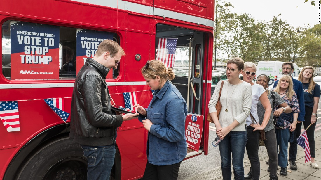 21/09/2016. London, UK. Avaaz 'Stop Trump' voter registration drive. Photo credit: Rob Pinney
