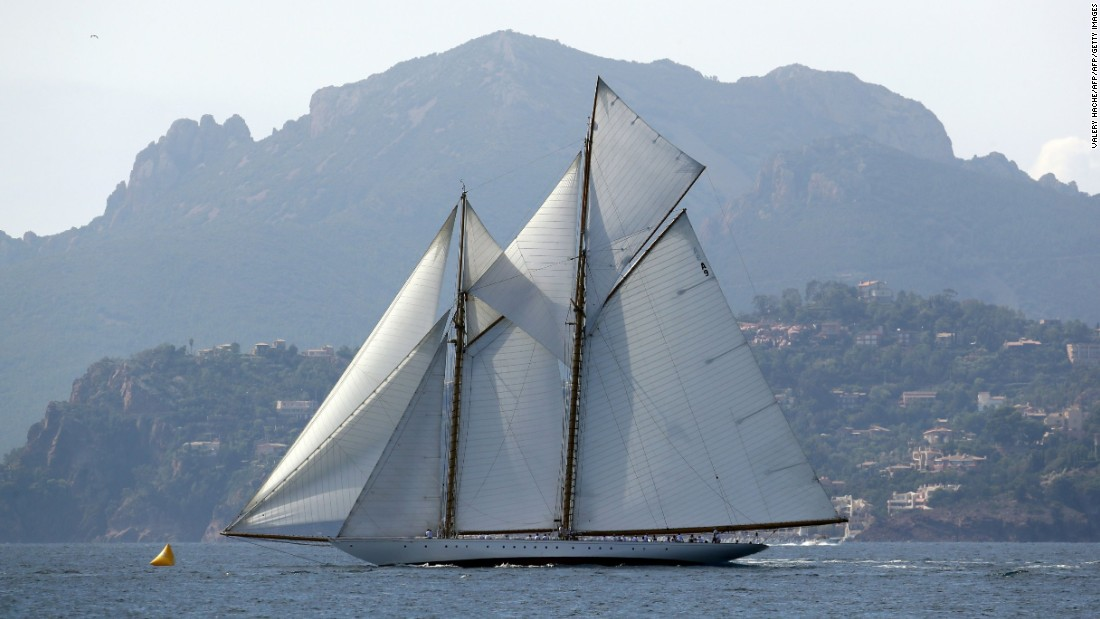 The event in its current guise began in 1929 when a decision was taken to give it a regal name in honor of Christian X, King of Denmark, who had his own racing yacht in the bay.