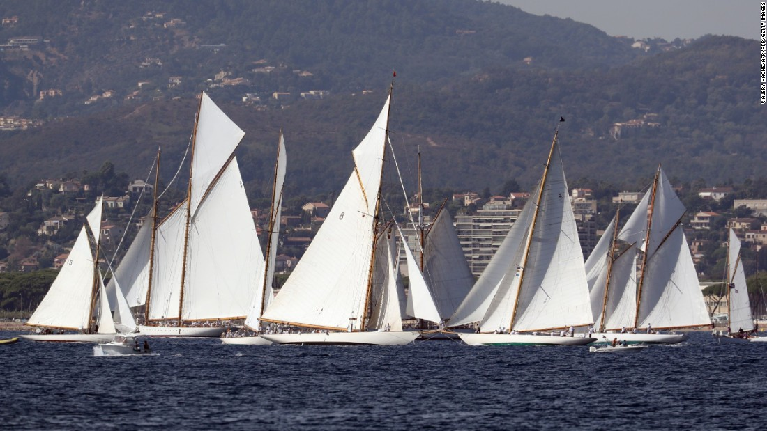 The oldest yachts competing in the wide 2016 field date from 1896 and 1906, but there are also boats built recently using traditional construction methods and designs.