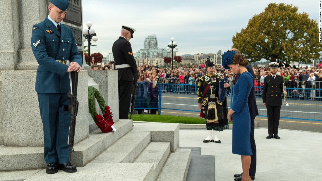 William and Catherine lay a wreath at the Legislative Assembly's Cenotaph on September 24.