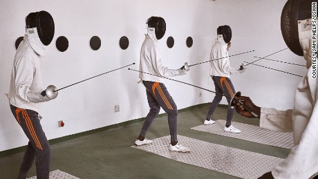 Prisoners of Senegal learn to fence to solve problems