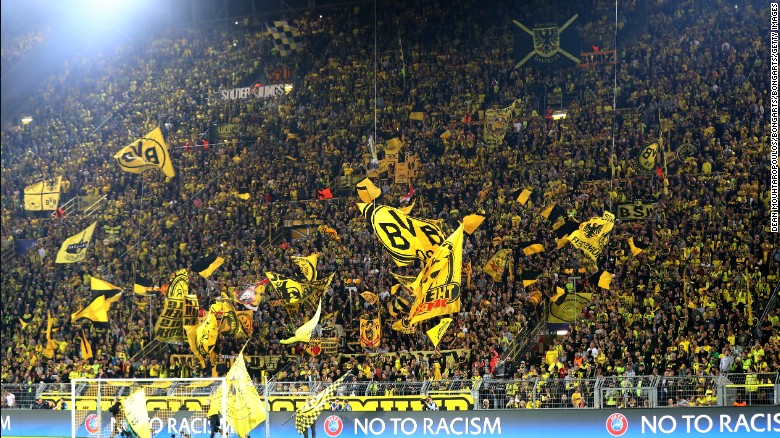 DORTMUND, GERMANY - SEPTEMBER 27:  Borussia Dortmund fans show their support during the UEFA Champions League Group F match between Borussia Dortmund and Real Madrid CF at Signal Iduna Park on September 27, 2016 in Dortmund, North Rhine-Westphalia.  (Photo by Dean Mouhtaropoulos/Bongarts/Getty Images)