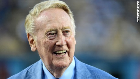 Vin Scully before the game against the Arizona Diamondbacks at Dodger Stadium on September 23, 2015 로스 앤젤레스, 캘리포니아.