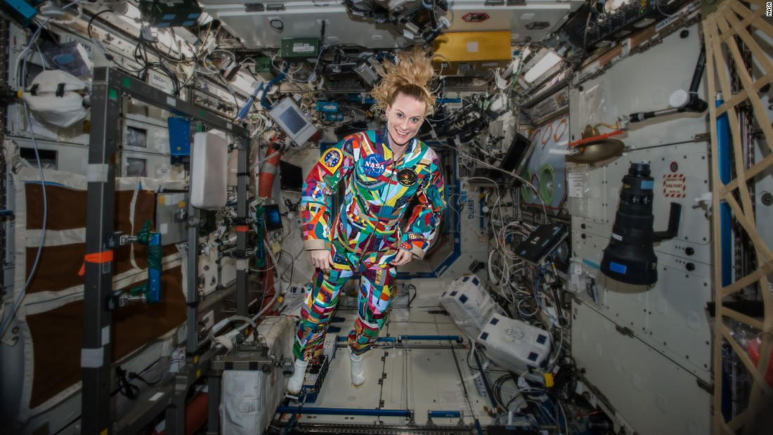 On September 16, astronaut Kate Rubins wore a spacesuit painted by children with cancer on the International Space Station. In a video chat, she spoke with some of the patients. It is part of the Space Suit Project, which hopes to raise awareness for childhood cancer and research.