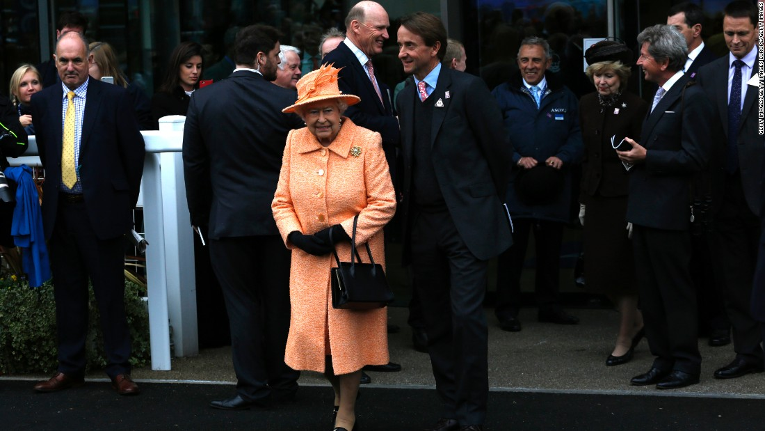 Queen Elizabeth makes her way to the trophy presentation after Solow's 2015 victory in the Ascot race named after her.