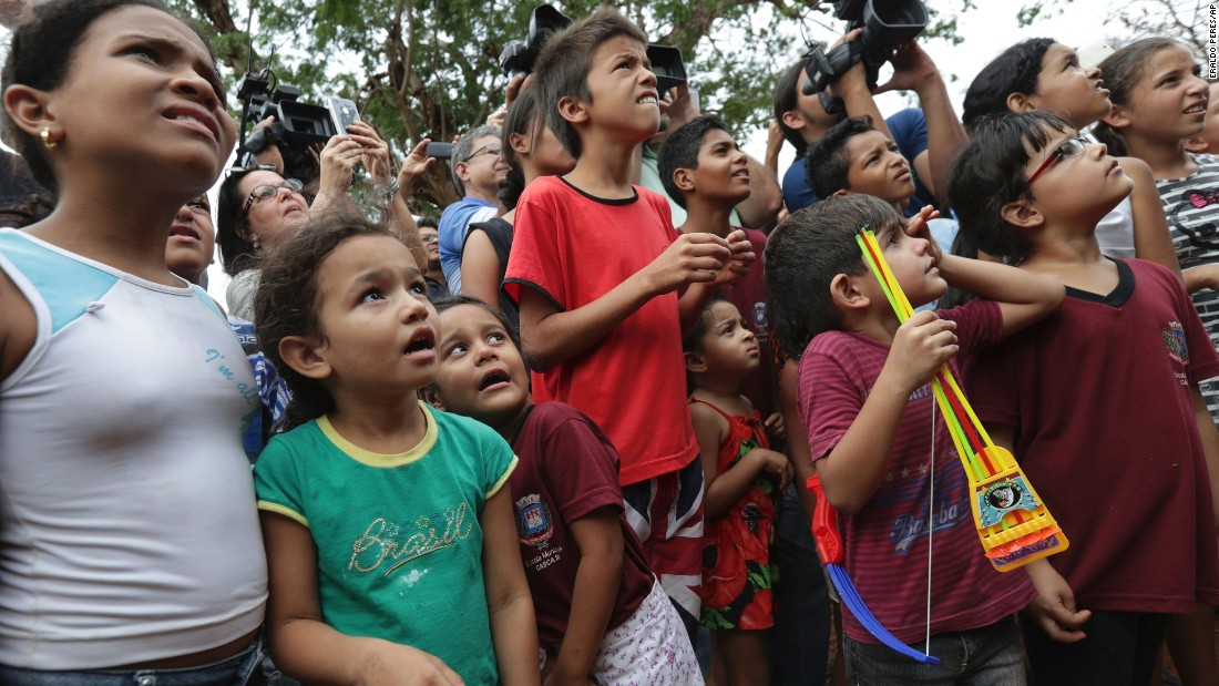 Children from the Rio da Casca community react to seeing an elephant for the first time on October 11 as they watch the convoy transporting Asian elephants Maia and Guida to their new home.