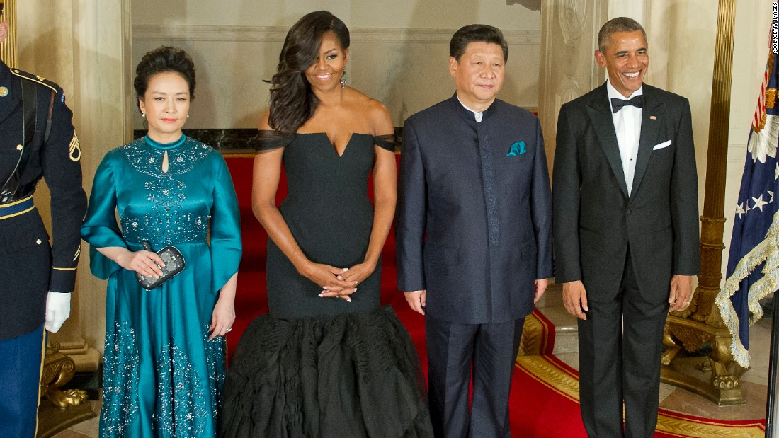 Chinese President Xi Jinping's wife Peng Liyuan, first lady Michelle Obama, Chinese President Xi Jinping and President Barack Obama before a state dinner at the White House on September 25, 2015.