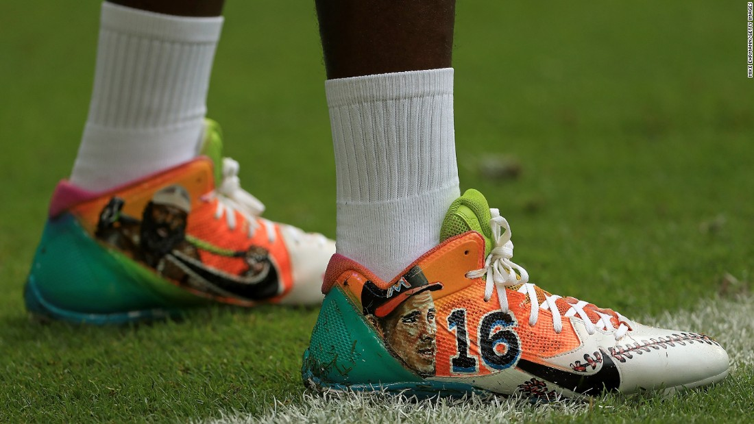 "While playing an NFL game at Miami, Pittsburgh wide receiver Antonio Brown pays homage to two sports figures who passed away at an early age this year. On his cleats were <a href=""http://www.cnn.com/2016/06/07/sport/kimbo-slice-death/"" target=""_blank"">MMA fighter Kimbo Slice,</a> left, and baseball pitcher Jose Fernandez. Slice, 42, was an Internet sensation from the Miami area. Fernandez, 24, <a href=""http://www.cnn.com/2016/09/25/us/mlb-pitcher-jose-fernandez-dead/"" target=""_blank"">was an All-Star</a> with the Miami Marlins."