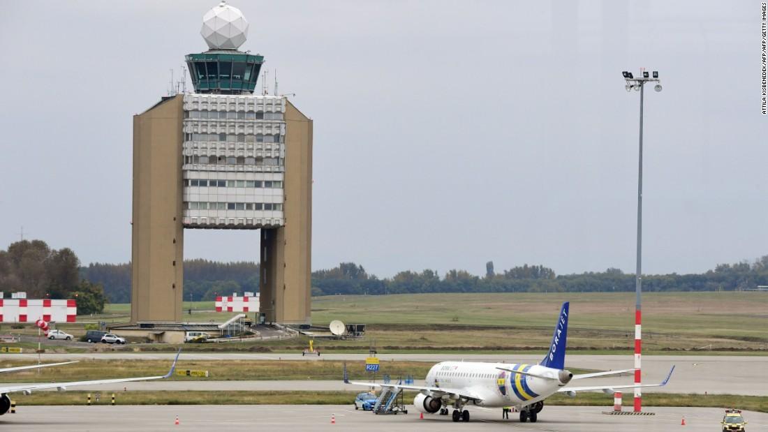 Fenerbahce plane makes emergency landing after bird cracks window