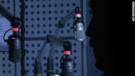 Pirate radio risks death to fight ISIS