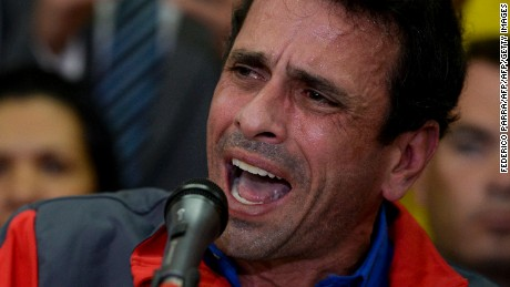Venezuelan opposition leader Henrique Capriles speaks during a press conference in Caracas on October 21, 2016. A furious Venezuelan opposition Friday vowed mass protests, accusing the Socialist government of staging a coup by blocking its drive for a recall referendum against President Nicolas Maduro. / AFP / Federico PARRA        (Photo credit should read FEDERICO PARRA/AFP/Getty Images)